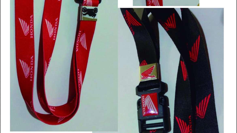 Cordão personalizado e Chaveiro com emblema resinado.